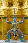 Guardians Surrounding Temple, Golden Pagoda at Wat Phra Kaew — Stockfoto