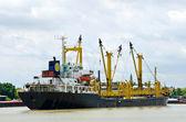 Nave da carico con gru — Foto Stock