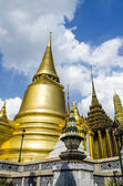 Golden Stupa at Wat Phra Kaew, Temple of the Emerald Buddha — Stock Photo