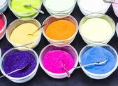 разноцветный песок в мензурки — Стоковое фото
