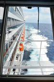 Vista lateral do navio de cruzeiro — Fotografia Stock