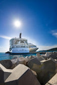 Cruise ship in the port — Stock Photo