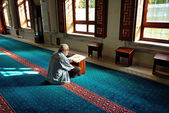 Muslims read the Qur'an in the mosque alone — Stock Photo