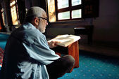 Muslims read the Qur'an in the mosque alone — Stok fotoğraf