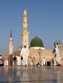 Muslims gathered for worship Nabawi Mosque, Medina, Saudi Arabia — Stock Photo