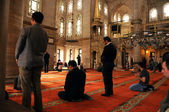 Eyup Sultan mosque ritual of worship centered in prayer, Istanbu — Stock Photo