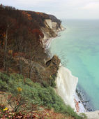 Beach with chalk cliff at island Ruegen Mecklenburg-Vorpommern, Germany — Stock Photo