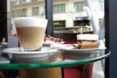 Latte and tiramisu in Parisian cafe — Stock Photo