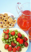 Summer fruits and drinks — Stock Photo