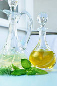 Olive oil, vinegar and basil — Stock Photo