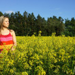 Foto Stock: Young beautiful womand yellow fields