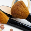 Professional make-up palette and brushes — Stock Photo #34902603