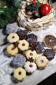 Mix of Christmas cookies with cinnamon on the table — Foto Stock