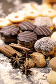 Mix of Christmas cookies with cinnamon on the table — Stock Photo
