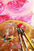 кисть и красивая картина с цветами — Стоковое фото