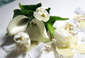 Beautiful wedding bouquet of white callas and tulips — Stock Photo