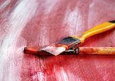 Kunst-palette mit pinseln und schlaganfälle — Stockfoto