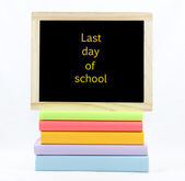 Last Day Of School Chalkboard On Colored Books — Stock Photo