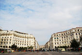 Thessaloniki city plaza with traffic and in motion — Stock Photo