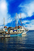 Boats in a Harbour and a Blue Sky — Stock Photo