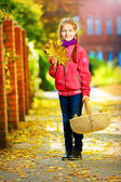 Girl and basket — Stock fotografie