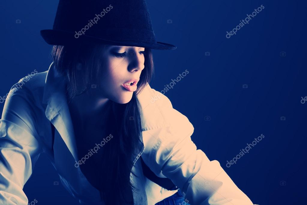 Shot of an attractive fashionable girl posing in studio. — Stock Photo #13873289