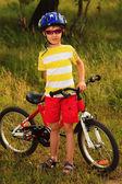 Helmet and bicycle — ストック写真