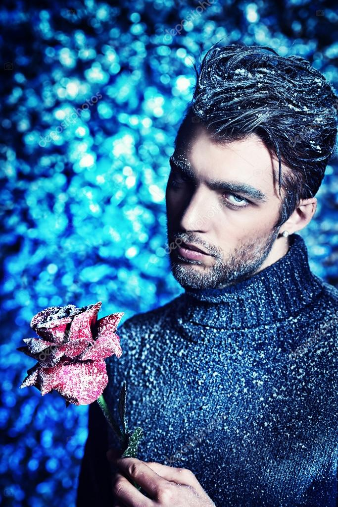 英俊的男人穿着冬天的衣服