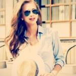 chica camina — Foto de Stock   #46971209