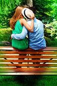 Kiss on bench — Stock Photo