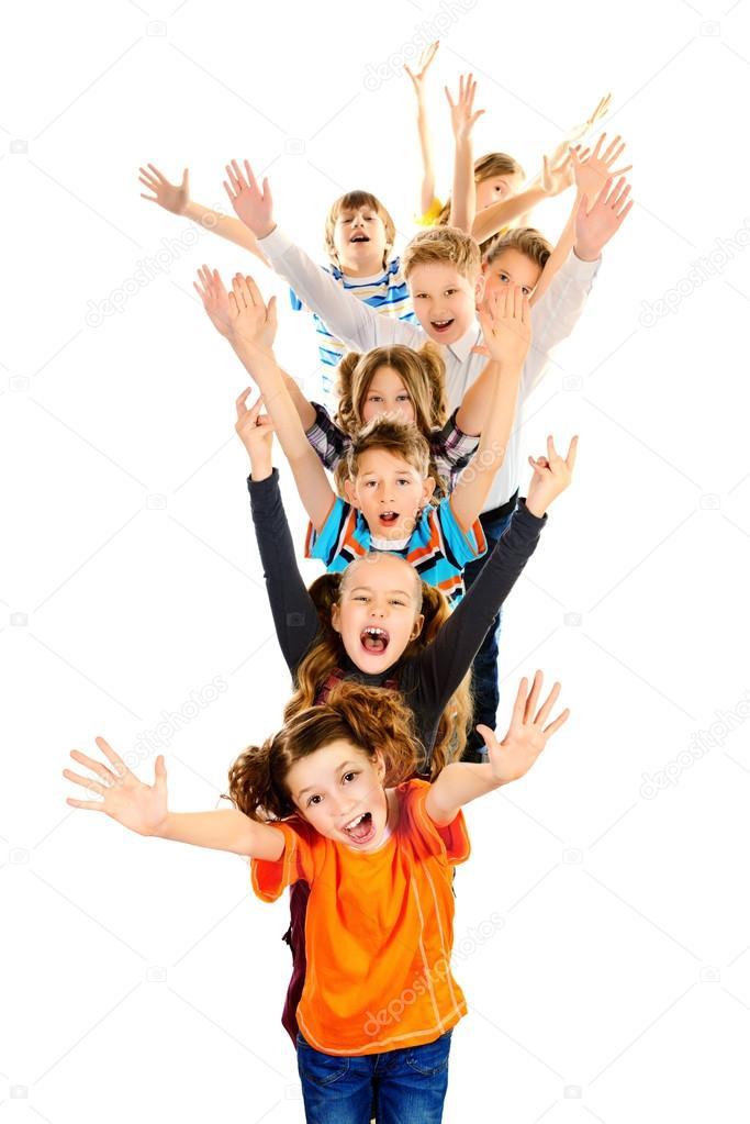 孩子们站,挥手欢呼.白色隔离– 图库图片