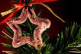 Kerstmis achtergrond met kerstballen en kerstboom — Stockfoto