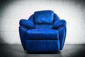 Lüks koltuk çağdaş tarzda vintage odası mavi — Stok fotoğraf