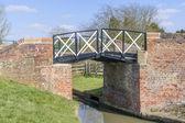 A split bridge on the Stratford upon avon canal, Preston Bagot flight of locks, Warwickshire, Midlands England UK. — Stock Photo