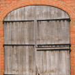 An old wood door with metal handle — Stock Photo