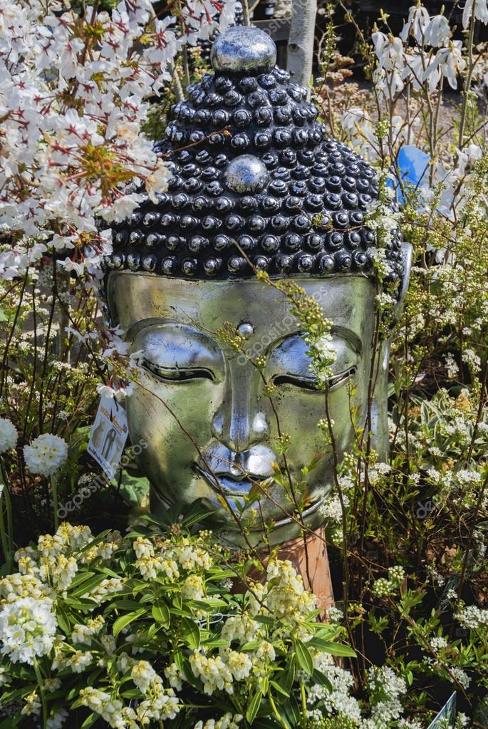 Busto de buda decoraci n jard n c sped de piedra foto de stock davidmartyn 27594655 - Buda jardin ...