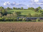 Train op een spoorlijn — Stockfoto
