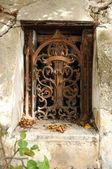 Fenêtre vintage en fer forgé — Photo