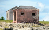 Old abandoned houses near great isaac cay lighthouse in the baha — Stock Photo