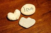 Rochas em forma de coração com a palavra amor — Foto Stock