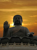 Buddha statue and dramatic sunset — ストック写真