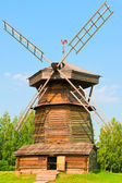 Old Russian wooden windmill. Russia. Suzdal. — Stock Photo