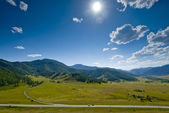 The road in the mountains. Altai Mountains. Russia. — Stock Photo