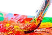 Escova de arte misturado a tinta na paleta — Foto Stock