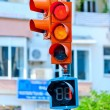 traffic light on the background of a city street — Stock Photo