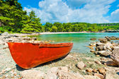 Brown old boat on the beach — Stock Photo