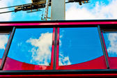 Teleferik ve gökyüzünde cam yansıması — Stok fotoğraf