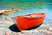 Old brown boat on the river — Stock Photo