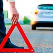 Man sets the warning triangle — Stock Photo