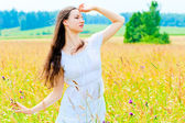 Slender beautiful girl in flower field — Photo
